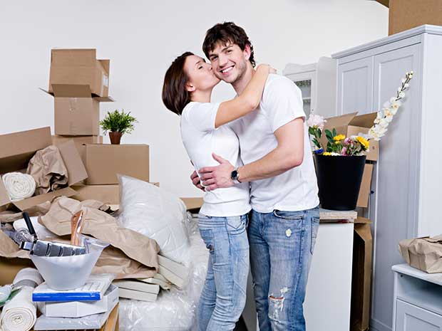 Couple-moving-in-together