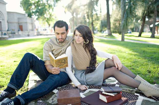 17-couple-reading-together-picnic-blanket-book-fall