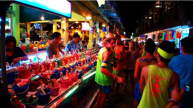 Full-Moon-Party-in-Thailand-CC-Roslyn