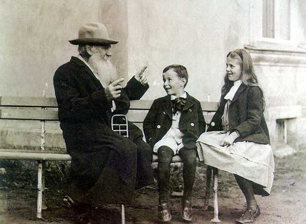 Leo-Tolstoy-telling-a-story-to-his-grandchildren2