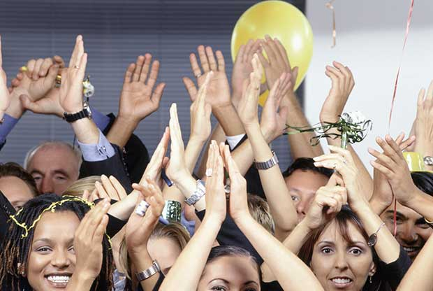 the-wow-movement-workshops-group-of-cheering-people