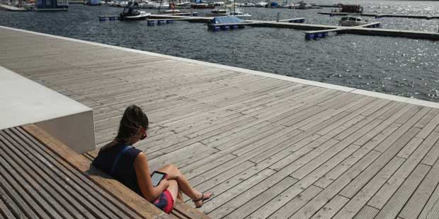 woman-reading-in-front-of-water